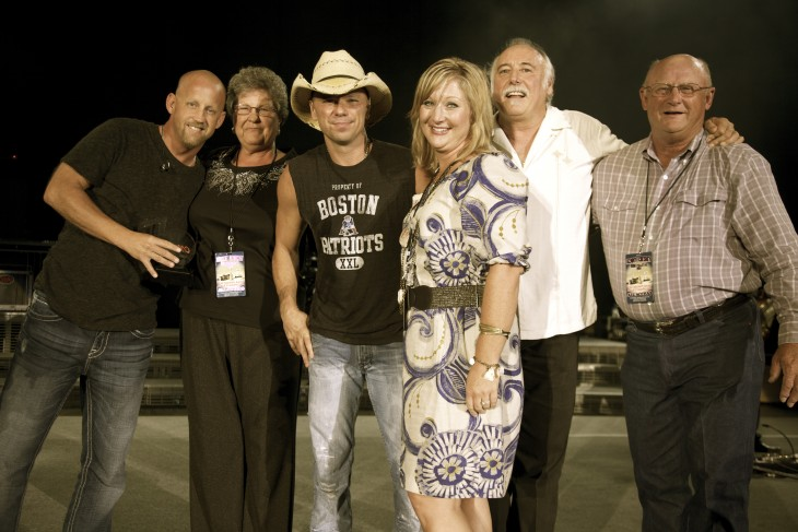 (l-r): Wyatt Beard; Shirley Beard, mother; Chesney; Karyn Beard, wife; Moore; and RD Beard, father. Photo courtesy of Sony Music Nashville