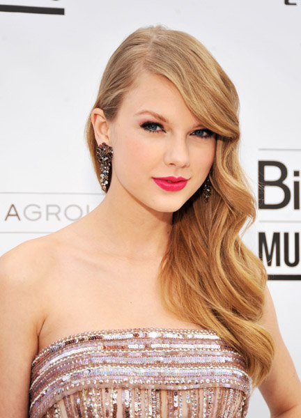 Taylor Swift Billboard Woman Of The Year - CountryMusicRocks.net