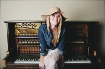 Nicolle Gaylon - CountryMusicRocks.net