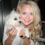 Miranda Lambert with puppy - CountryMusicRocks.net