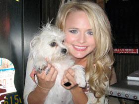 Miranda Lambert with puppy - CountryMusicRocks.net