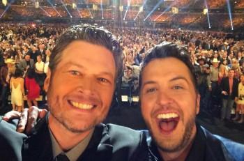 Blake Shelton Luke Bryan ACM Awards Selfie - CountryMusicRocks.net