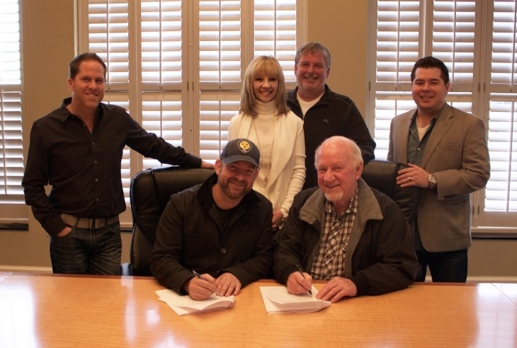 Left Photo: Pictured L-R (Bottom Row) Kristian Bush; BBR Music Group CEO/President Benny Brown; (Top Row) BBR Music Group EVP Jon Loba; Wheelhouse Records VP Promotion Teddi Bonadies; BBR Music Group SVP Promotion Carson James; BBR Music Group Legal & Financial Affairs Colton McGee