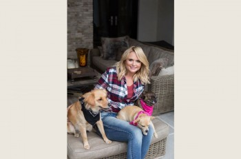 Miranda-Lambert-MuttNation-Foundation---CountryMusicRocks.net